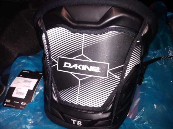 Dakine - T8
